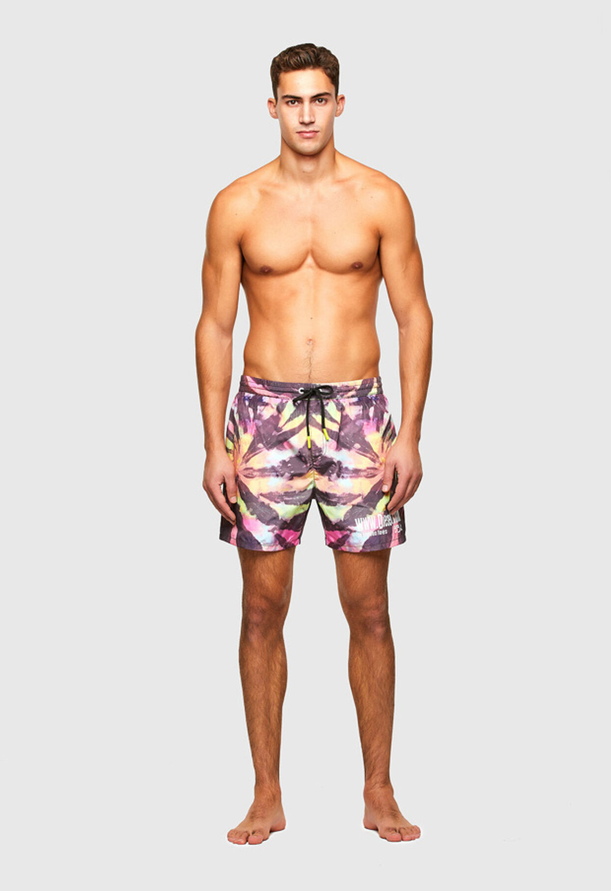https://global.diesel.com/dw/image/v2/BBLG_PRD/on/demandware.static/-/Library-Sites-DieselMFSharedLibrary/default/dw34758e8d/CATEGORYOV/2X2_BEACHWEAR_B,BX-WAVE-2017_00SV9U_0JBAY_E0213_F.jpg?sw=1244&sh=1814