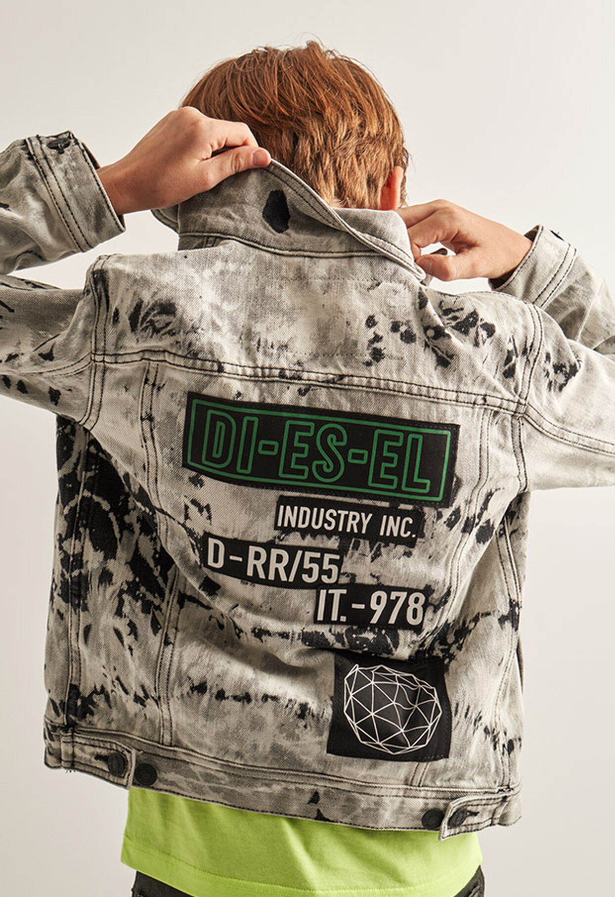 https://global.diesel.com/dw/image/v2/BBLG_PRD/on/demandware.static/-/Library-Sites-DieselMFSharedLibrary/default/dw9fd09078/CATEGORYOV/2x2_90.jpg?sw=1244&sh=1814