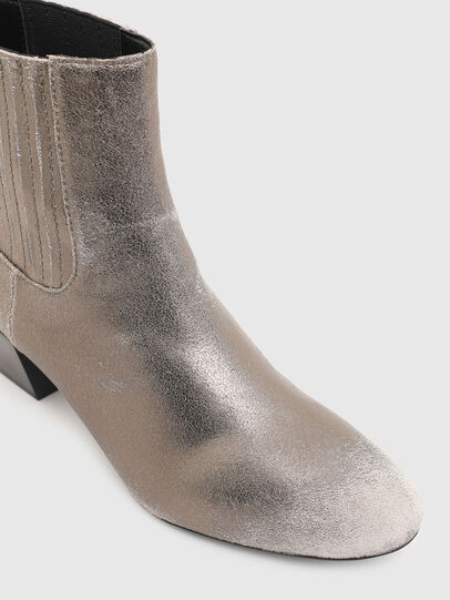 Diesel - D-TEXANNE CH, Silver - Ankle Boots - Image 5