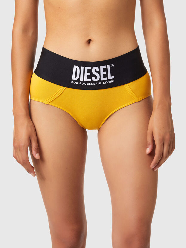 https://global.diesel.com/dw/image/v2/BBLG_PRD/on/demandware.static/-/Sites-diesel-master-catalog/default/dwa8516dc2/images/large/00SEX1_0DCAI_22K_O.jpg?sw=622&sh=829