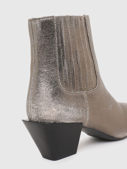 Diesel - D-TEXANNE CH, Silver - Ankle Boots - Image 4